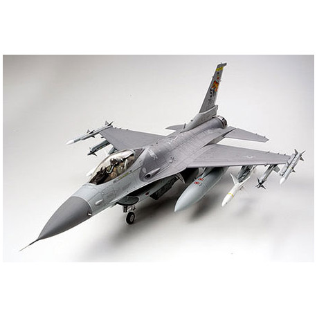 FIGHTING FALCON F-16C 1:32